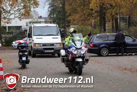 Politiecontrole bij parkeerplaats WSC aan de Akkerlaan Waalwijk