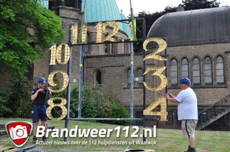 Sint Jansplein enige tijd afgesloten door verwijderen uurwerk kerk Sint Jan de Doper