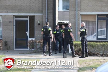 Zeven politieauto's en helikopter naar huis in Waalwijk voor man die met legaal speelgoedwapen in eigen achtertuin zit