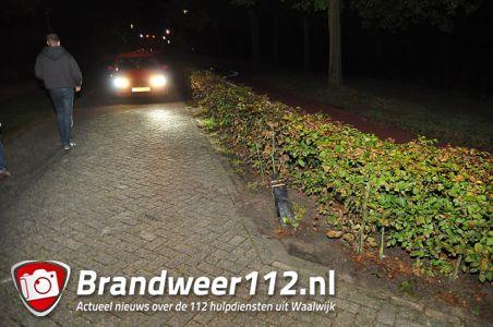 Bestuurder rijdt met hoge snelheid een paal uit de grond aan de Meerdijk Waalwijk