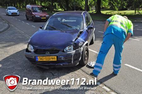 Auto's botsen tegen elkaar op beruchte weg Groenewoudlaan Waalwijk
