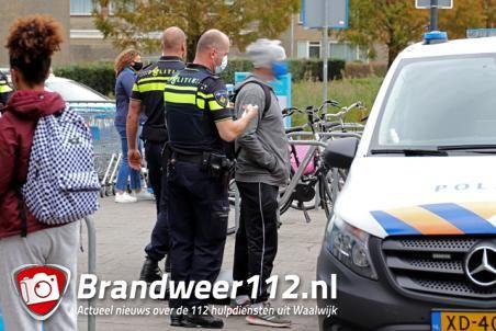 Man aangehouden door de politie bij Albert Heijn aan het Bloemenoordplein Waalwijk