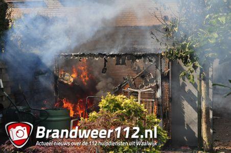 Schuur gaat in vlammen op aan de Rossinistraat Waalwijk