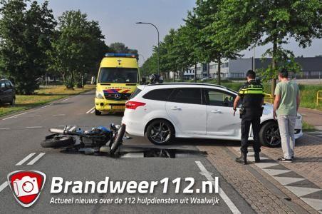 Motor klapt op auto in Waalwijk