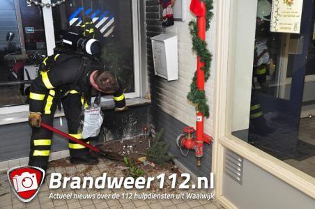 Kerstboom in brand in flat Waalwijk