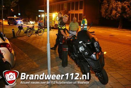 Driewielige motorscooter ramt lantaarnpaal aan de Kasteellaan Waalwijk