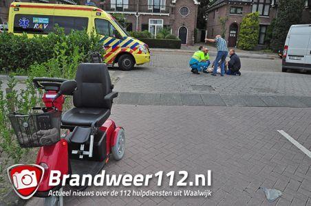 Automobilist snijdt vrouw af in scootmobiel aan de Meester van Coothstraat Waalwijk