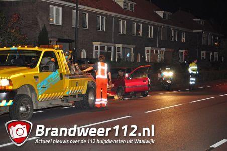 Politie rijdt auto klem aan de Burg. Smeelelaan Waalwijk