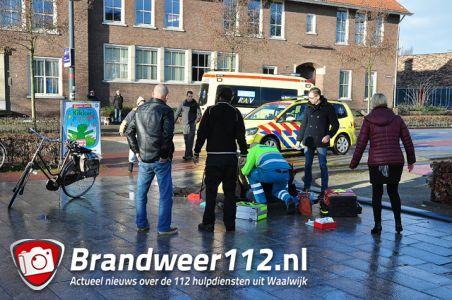 Vrouw komt hard ten val door spekglad wegdek aan het Vredesplein Waalwijk