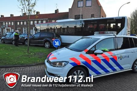 Chaos op busstation in Waalwijk door foutparkeerder, bus staat meer dan half uur klem