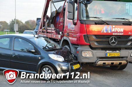 Auto komt in botsing met containerwagen aan de Kloosterheulweg Waalwijk