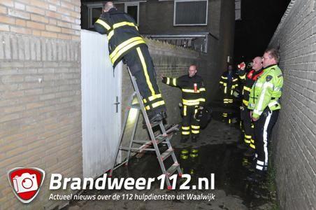 Losgeschoten slang zorgt voor waterballet aan de Van Anrooypark Waalwijk