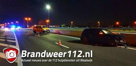 Auto botst twee keer tegen vangrail op A59 bij Waalwijk