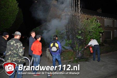 Conifeer in brand aan de Bremstraat Waalwijk