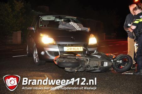 Scooter en auto botsen op kruising aan de Groenewoudlaan Waalwijk