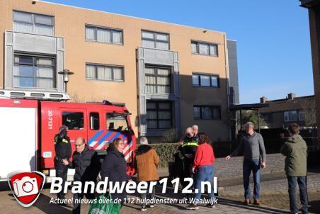 Brandweer rukt uit voor vreemde lucht in gebouw van stichting Prisma Waalwijk