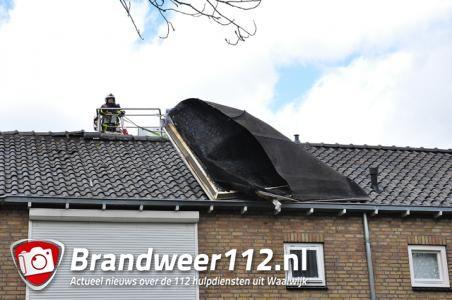 Wind rukt dak van dakkapel af aan de Groenewoudlaan Waalwijk
