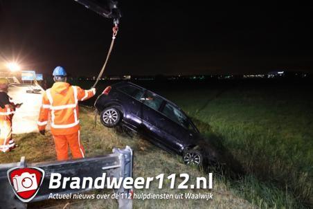 Update: Vader en dochter rijden de sloot in met auto aan de A59 (Maasroute) Waalwijk