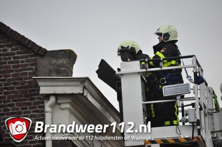 Stormschade aan woning aan het Westeinde Waalwijk