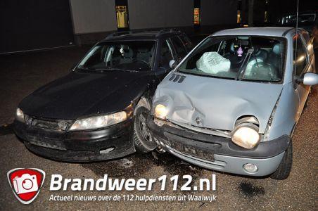 Auto's botsen aan de Spuiweg Waalwijk