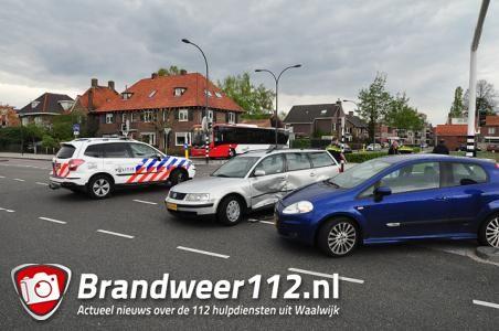 Aanrijding op kruising aan de Noorder-Parallelweg Waalwijk