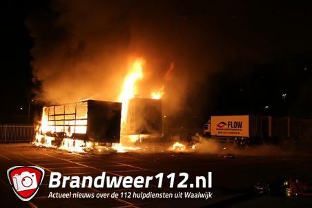Twee vrachtwagens gaan in vlammen op aan de Emmikhovensestraat Waalwijk