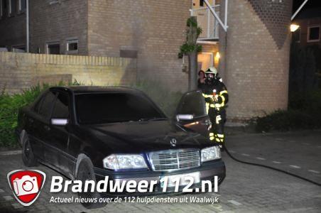 Brandende auto in Waalwijk snel geblust