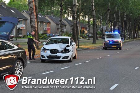Schade en lichtgewonde bij botsing met pas gekochte auto in Waalwijk