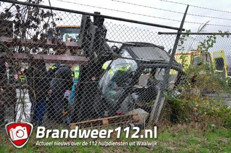 Man zit bekneld in heftruck aan de Schouwslootweg Waalwijk