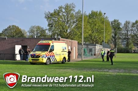 Jongetje raakt gewond na botsing tegen paal aan de Akkerlaan Waalwijk