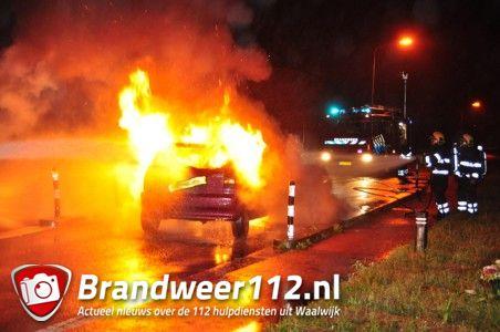 UPDATE: Auto's vliegen in brand na aanrijding aan de Winterdijk Waalwijk