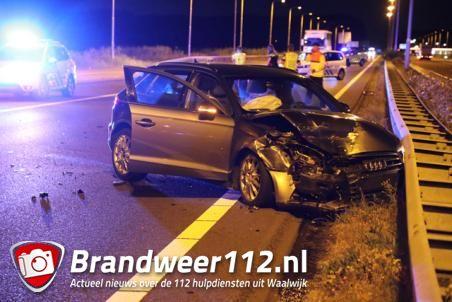 Automobilist gewond naar het ziekenhuis na botsing in Waalwijk