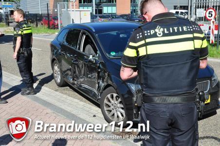 Automobilist botst op vrachtwagen aan de Schutweg Waalwijk