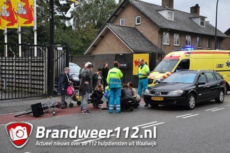 Fietsend meisje vliegt over motorkap bij aanrijding aan de Burgemeester Verwielstraat Waalwijk