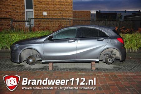 Waalwijker treft auto aan zonder wielen; dieven zetten voertuig op bakstenen