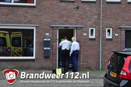 Politie breekt deur open van woning aan de Mr. Luybenstraat Waalwijk