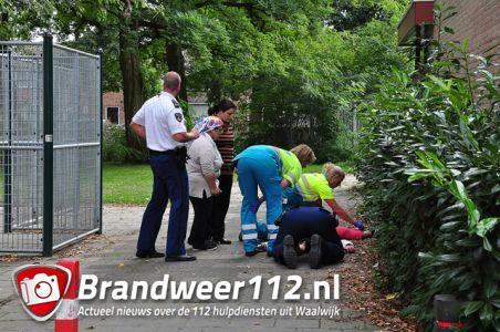 Meisje krijgt bal tegen haar hoofd en raakt vervolgens buiten bewustzijn aan de Madeliefstraat Waalwijk
