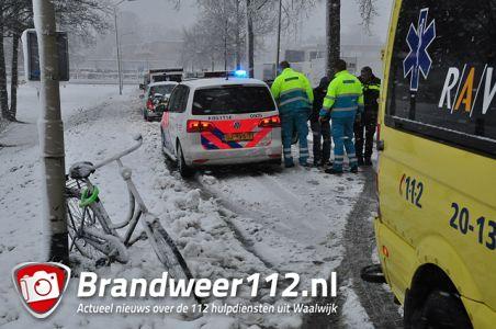 Man van fiets gereden aan de Emmikhovensestraat Waalwijk