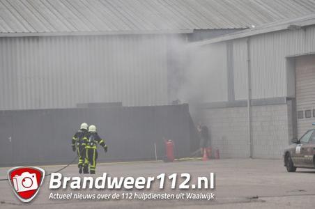 Brandweer met spoed naar containerbrand in Waalwijk, vuur snel onder controle
