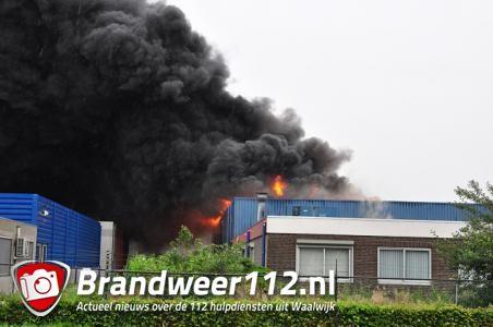 UPDATE: Grote brand in bedrijfshal aan Industrieweg Waalwijk
