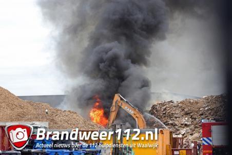 Grote brand in houtshredder aan de Van Hilststraat Waalwijk