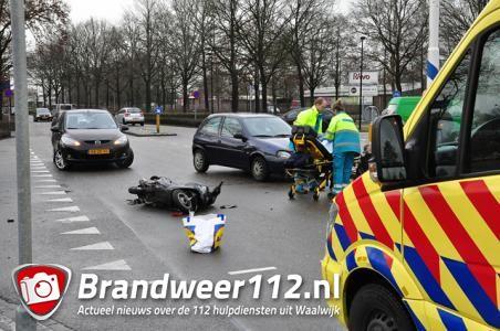 Vrouw naar het ziekenhuis na aanrijding op kruising in Waalwijk