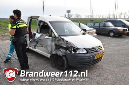 Vrachtwagen rijdt door na ongeluk op A59 bij Waalwijk: 'Ze hebben geluk gehad'