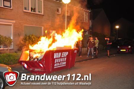 Bouwcontainer met afval in brand aan de Richard Wagnerstraat Waalwijk