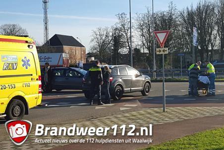 Fietsster gewond naar ziekenhuis na aanrijding met auto aan de Altenaweg Waalwijk