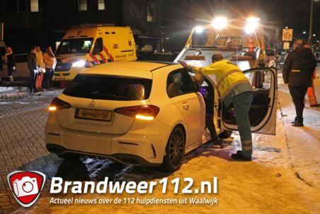 Twee personen met nekklachten onderzocht na aanrijding aan de St. Antoniusstraat Waalwijk