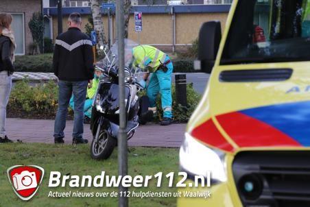 Man schrikt van fietsers en komt ten val met snorscooter aan de Bachlaan Waalwijk