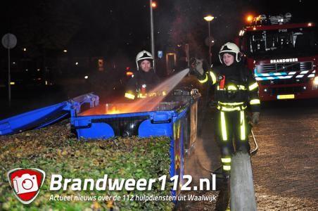 Omstanders halen op tijd brandende container weg aan de Dr. Kuyperlaan Waalwijk