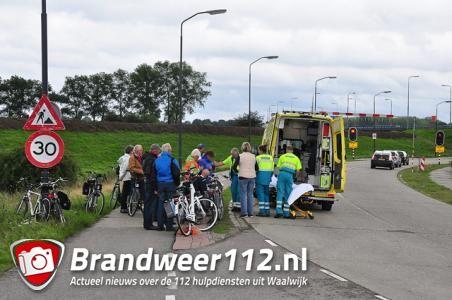 Vrouw gewond na val van fiets aan de Valkenvoortweg Waalwijk