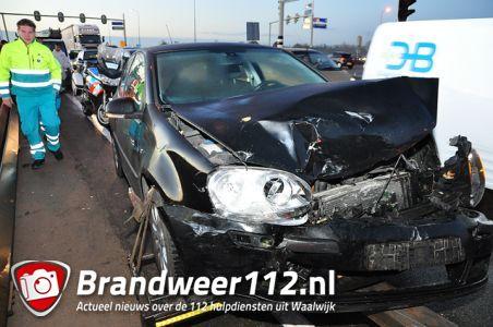 Flinke file na aanrijding op de Midden-Brabantweg Waalwijk